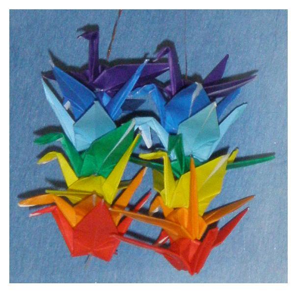 un simbolo della pace italo-giapponese? Il gru di origami è uno dei più usati simboli della pace in Giappone, mentre l'equivalente in Italia è, naturalmente, la bandiera arcobaleno.  Oggi la bandiera della pace si vede anche nelle manifestazioni pacifiste in Giappone benché non tutti sanno che è d'origine italiana.