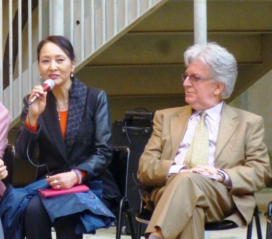 Miho Cibot e Michel Cibot all'inaugurazione della mostra delle gru dipinte al Museo della Grafica di Pisa